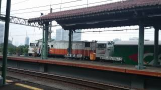 Cirebon ekspres berangkat jalur 4 stasiun gambir