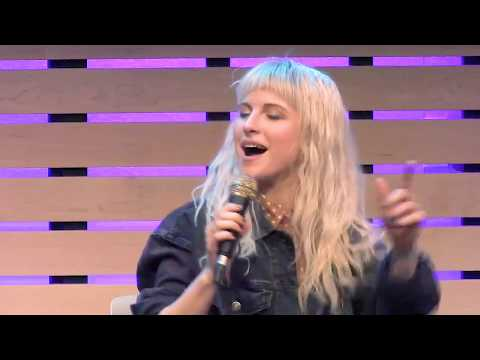 Fake Happy - LIVE in the 101WKQX Sound Lounge - Paramore