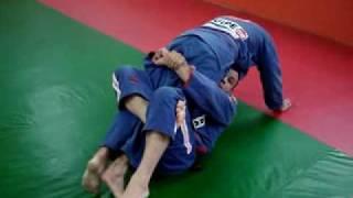 aula de jiu-jitsu Raspagem da guarda 4