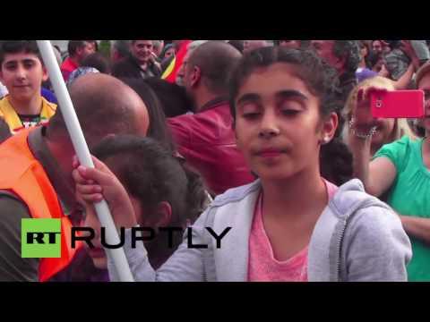 Switzerland: HDP leader Demirtas joins Kurdish demo in front of Swiss parliament