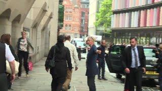 Londres: les parents de Sophie Lionnet quittent le tribunal