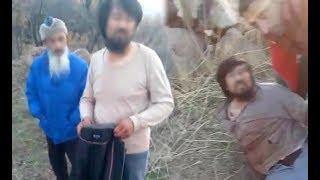Kırgız baba ve oğlu, at keserken yakalandı