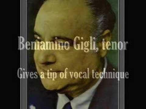 Beniamino Gigli gives a little bel canto masterclass