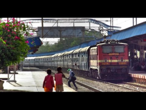 NON-STOP Honking : Terrific Speed Show by BOMBAY Mail (Indian Railways)
