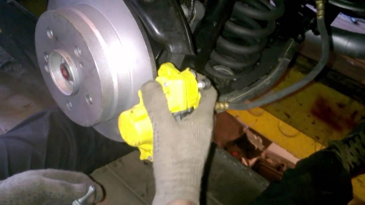 Меняем передние и задние колодки на лада приора и регулируем ручной тормоз