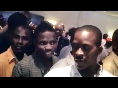 CASA de Abel Chivukuvuku_ deixando a sala de conferença de Imprensa no dia 14 de...