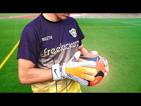 24e353bfa1ba2 Nike GK Confidence Goalkeeper Gloves – Test   Review by freekickerz -  YouTube