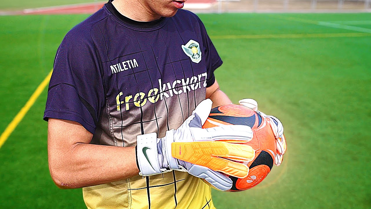 f766273e656cb Nike GK Confidence Goalkeeper Gloves – Test   Review by freekickerz ...