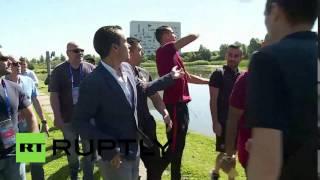 Криштиану Роналду выбросил микрофон журналиста в озеро