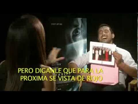 Sandra Bullock y Alfonso Cuaron hablando del fotomontaje de Lucia Mendez