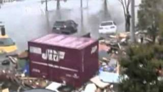 New Shocking rare video: Running From Tsunami in japan, real footage (earthquake 2011)