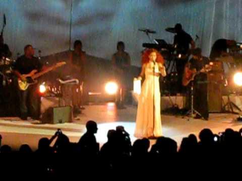 Rihanna Live In NIVEA Blue Boat Part4 (California King Bed/LIVE)