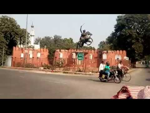 Agra City Tour on Manual Tricycle Must watch in the end.