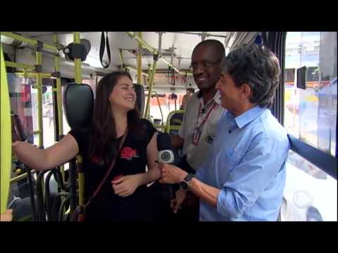 Cobrador Garante A Alegria Dos Passageiros Em ônibus De São Paulo
