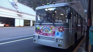 トロリーバス発車 扇沢駅にて