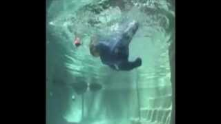 سقوط طفل رضيع في مسبح