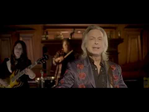 Jim Lauderdale, Elizabeth Cook Search for 'Secrets of the Pyramids' in New Video