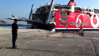 Greek Captain Parks Giant Catamaran Ferry in 2 minutes