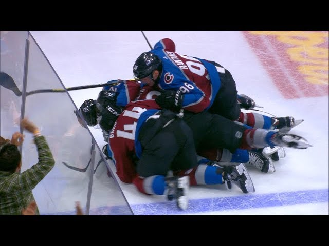 Avalanche pile on Landeskog after empty-net clincher
