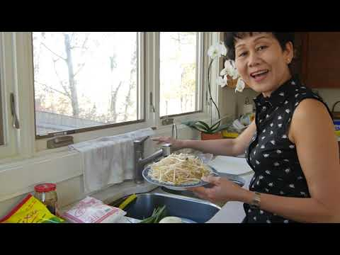 how-to-make-banh-xeo:-cooking-with-mrs.-nguyen