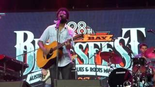 """Michael Kiwanuka """"Falling"""" at Bluesfest 2017"""