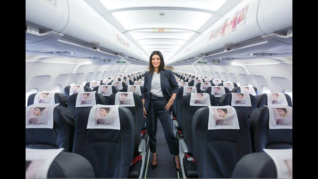 Risultati immagini per laura pausini aereo