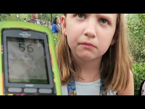 DIABETIC KID HAS LOW BLOOD SUGAR AT DISNEY!!! A DAY IN THE LIFE OF A TYPE 1 DIABETIC