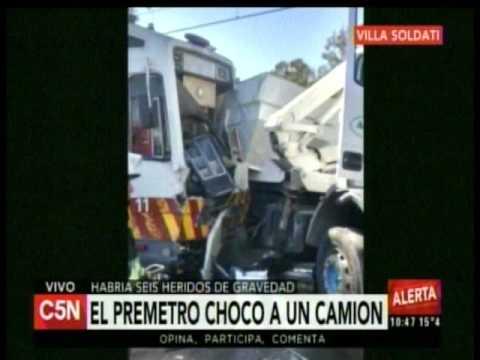 C5N - Transito: El premetro choco a un camion en Villa Soldati (Parte 1)