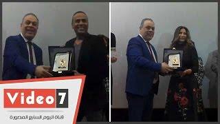 المهن التمثيلية تكرم سوسن بدر ومحمود عبد المغنى لجهودهما فى مكافحة الإدمان بفيلم