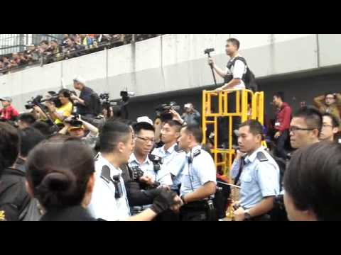 Hong Kong police arresting protesters