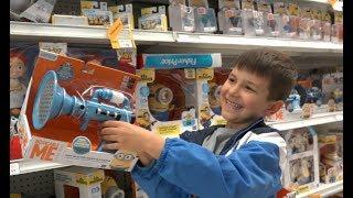 Выбираем подарки развлечения в магазине / Toys R Us shopping and review on Kids channel SanSanychTV(, 2017-04-10T07:00:05.000Z)
