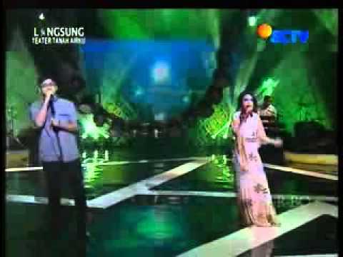 Konser 17 Tahun Ungu - Kupinang Kau Dengan Bismillah Feat Rossa