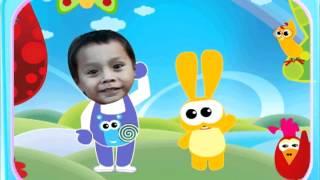 Carlos bailando Hokey Pokey Baby TV