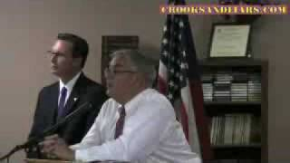 Barney Frank Shows How to Deal With Teabaggers