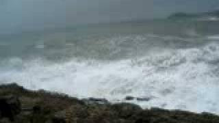 九號風球的大浪灣