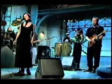 10,000 Maniacs - 'Stockton Gala Days' live on Letterman, 1993