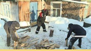 Мирнинская молодежь помогла заготовить дрова пожилой женщине в рамках акции «Добрый февраль»
