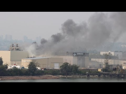Crews battling 2-alarm warehouse fire on Annacis Island