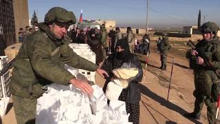 Russian military police deliver humanitarian aid in Syria
