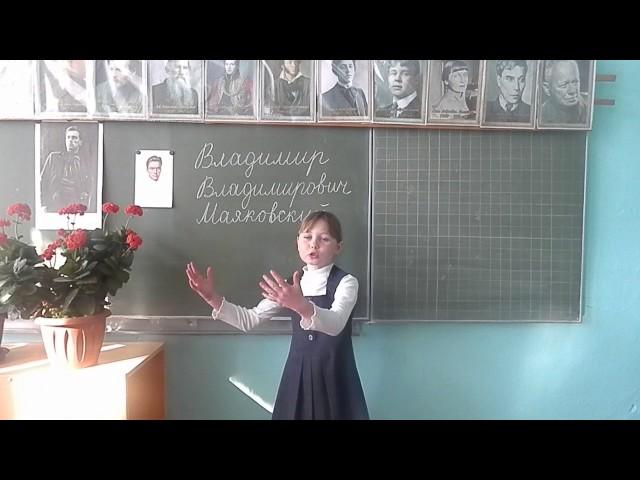 Изображение предпросмотра прочтения – МаринаБыстрова читает произведение «Кем быть?» В.В.Маяковского
