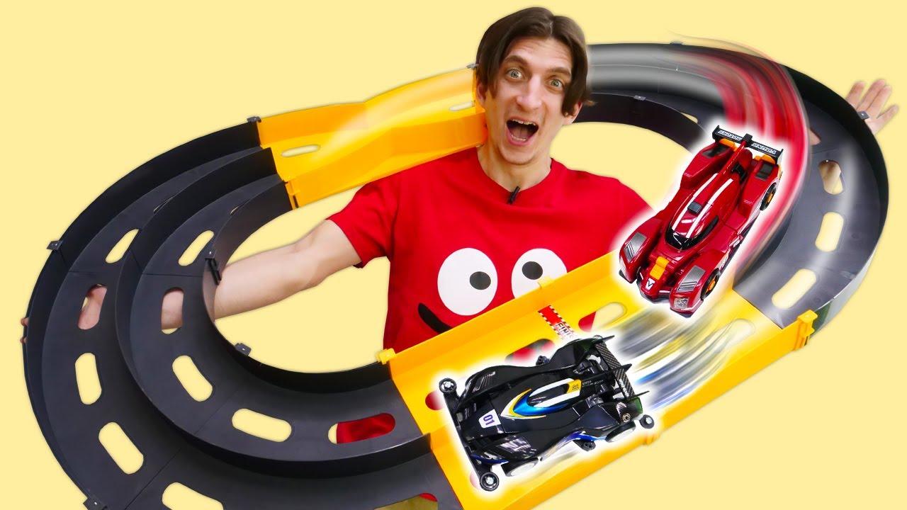 Видео распаковка для мальчиков: ТОБОТЫ собирают ТРЕК для состязаний! Крутые игры в игрушки