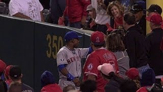 NYM@LAA: Fan interferes with Granderson after catch