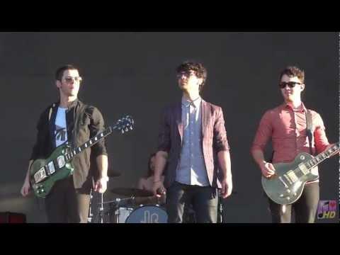 Jonas Brothers - Paranoid ( Cordoba, Argentina, Personal Fest 2013 )