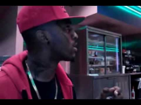 Battle Rapper Daylyt talks shit to waitress in Chicopee, MA