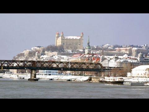 BRATISLAVA  Pressburg / Eslovaquia Slovakia / City tour, turismo, tourism, travel, guide, cityscape