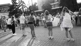 Покровка танцует локтями |  Флешмоб в поддержку L`One