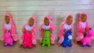 Cinco macaquinhos pulando na cama Canções I Nursery Rhymes for Toddlers