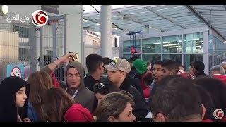 دينا الشربيني تخبئ وجه عمرو دياب من الجمهور في مباراة مصر وروسيا | في الفن