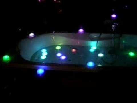 lampe led flottante pour spa piscine baignoire romatique youtube. Black Bedroom Furniture Sets. Home Design Ideas