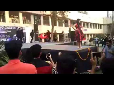 dYNamIC sOcIETy (Ramp Walk)- Preformed in SARGAM 2K16 at Sri aurobindo college eve..